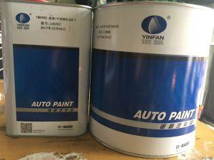 Đặc tính sản phẩm :  FM 5022 là sản phẩm sơn lót chống gỉ gốc epoxy, được thiết kế cho chất lượng cao khi sơn mới hoàn toàn hoặc tái hoàn thiện trong hệ thống sơn NGOCSON PAINT. Đây là loại sơn thích hợp để sơn lên bề mặt kim loại trần, thép mạ, nhôm … để tạo độ kết dính, hạn chế sự bong tróc giữa các lớp sơn đồng thời có khả năng chống ăn mòn tự nhiên cũng như tác dụng hóa học tuyệt vời  Bề mặt và sự chuẩn bị bề mặt :  Sản phẩm thích hợp cho các bề mặt :  _ Bề mặt kim loại trần, thép mạ đã được chà nhám và tẩy sạch bề mặt với dung môi lau  _ Bề mặt sơn OEM hoặc sơn cũ trong điều kiện còn tốt và đã được sử lý bề mặt  _ Sơn epoxy không thích hợp sơn trên nhựa nóng chảy (TPA) hoặc nhựa trần  Quy trình thi công :  Sản phẩn sử dụng kèm :  _ Chất đóng rắn cho sơn chống gỉ FM 605  _ Dung môi pha loãng  Tỉ lệ pha và thời gian sử dụng :  Lít  FM 5022                           4  FM 605 1  DUNG MÔI                      1,5 – 2  Hỗn hợp sau khi hoàn thành đạt độ nhớt 17 – 20s với cốc 4 (BSB4) ở 25oC, thời gian sử dụng cho phép sau khi pha loãng là 4 – 8h tại nhiệt độ 25oC  Khuyến cáo cách thi công :  Sử dụng nhám P120, P180 chà nhám bề mặt rồi dùng dung môi lau rửa và làm khô thật kĩ trước khi sơn. Sơn toàn bộ bề mặt đến những đã được chuẩn bị chà nhám và sử lý bề mặt, khuyến cáo sử dụng dung môi dặm vá để phá mí. Nếu lớp sơn khô lâu hơn 24h thì phải chà nhám ướt P320, P600 làm sạch và sơn lót trở lại trước khi thực hiện quy trình khác. Sơn 2 – 3 lớp với độ dày khoảng 20 – 25micron đợi khoảng 5 – 10 phút giữa 2 lớp, áp suất 30 – 50psi với cỡ súng 1,5 – 1,8mm  Thời gian khô :  Tự nhiên (25oC) Sấy (80oC)  Khô không dính bụi 30 phút 10 phút  Khô cho chà lắp ráp 12 giờ 45 phút  Khô cho việc chà nhám 24 giờ 60 phút  Sửa chữa và đánh bóng :  Thông thường không yêu cầu chà nhám. Nếu bề mặt sơn để khô lâu hơn 24h thì phải chà nhám ướt P600 hoặc chà nhám khô P320  Xin vui lòng tham khảo thêm tài liệu hướng dẫn dặm vá để biết thêm chi tiết  Những điểm chú ý khác :  _ Nếu sau khi chà nh