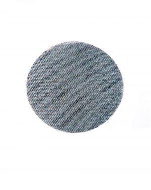 nhám lưới dán vào máy chà nhám, giúp nhám lớp sơn nhanh hơn.